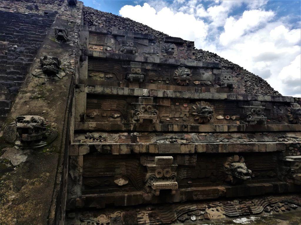 Foto del Templo de Quetzalcóatl, visitando Teotihuacán sin tour.