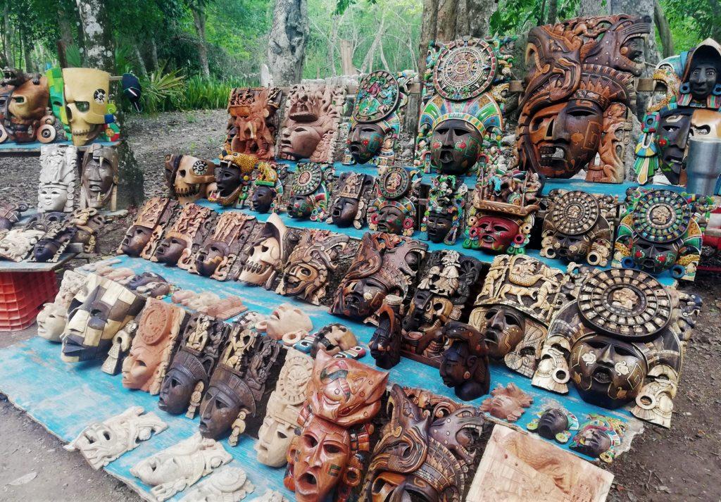 Puesto de artesanía en Chichén Itzá.