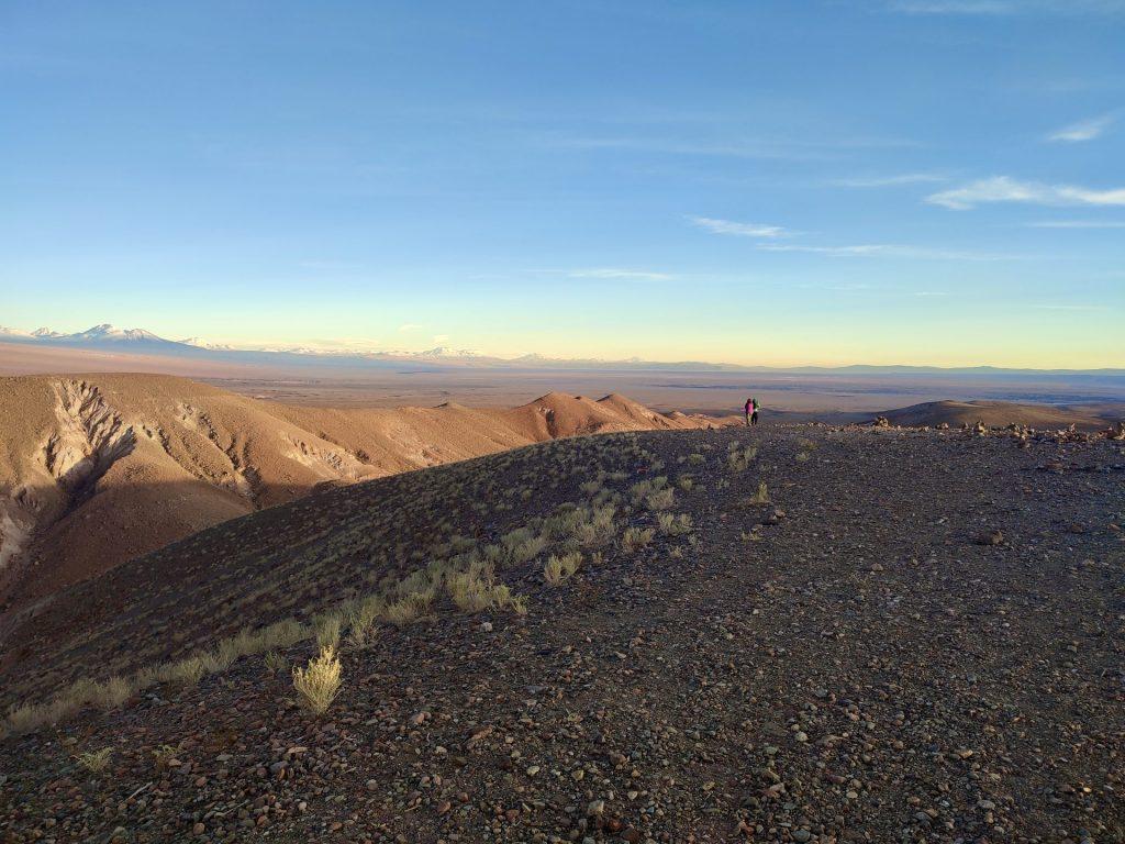 Atardecer en mirador en San Pedro de Atacama.