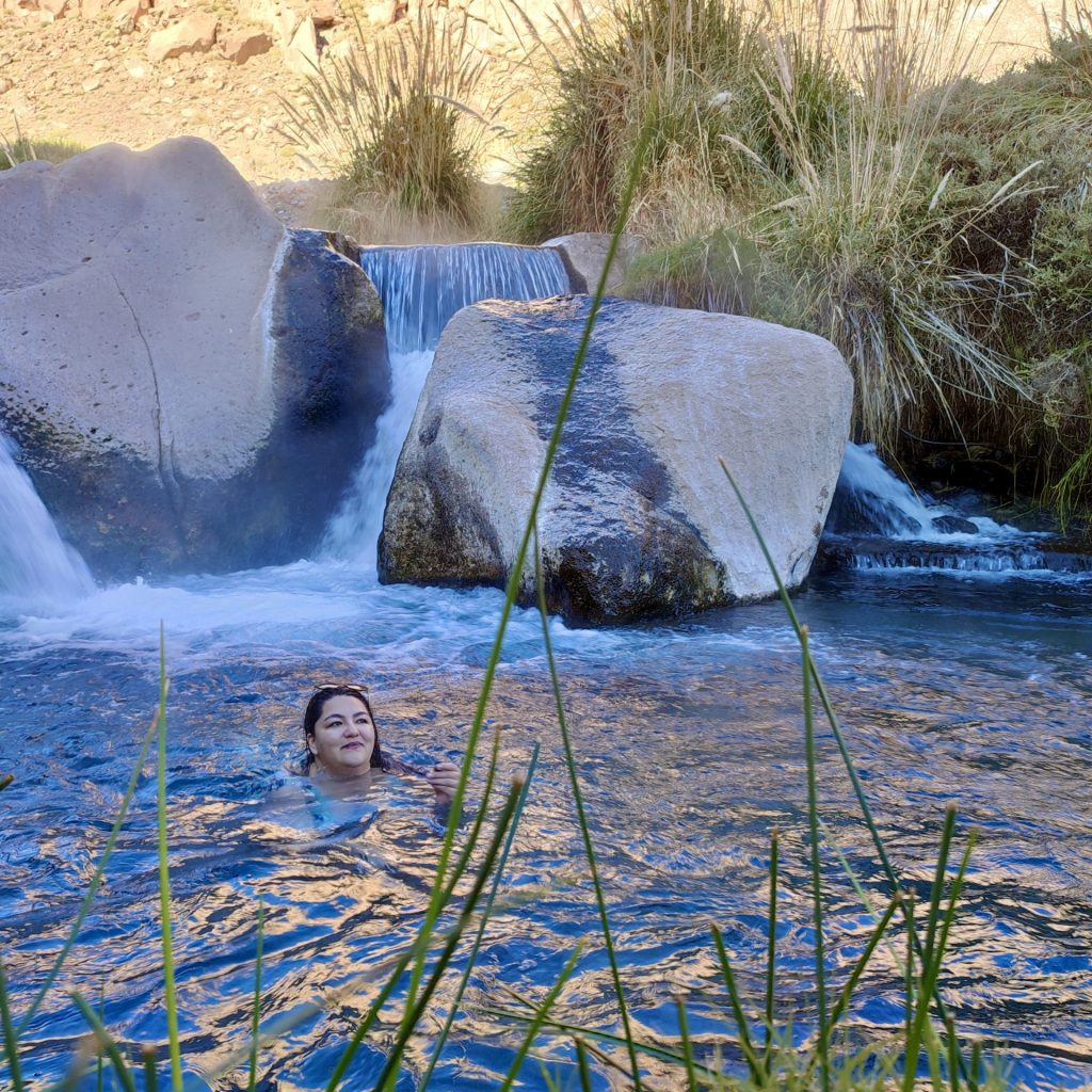 Nadando en las Termas de Puritama